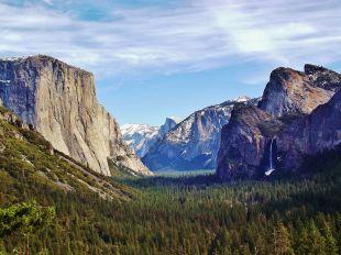 1200px-Yosemite_Valley_from_Wawona_Tunnel_view,_vista_point.