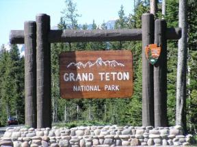 entrance-to-the-tetons